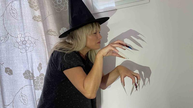dress like a witch