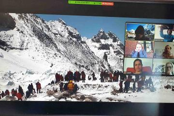 online team building Everest climb