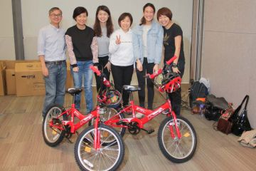employees collaborate to build bikes for kids